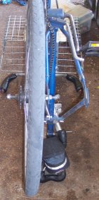 Mounting the wheel on the outside of the rear fork