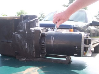 Removing the pump motor