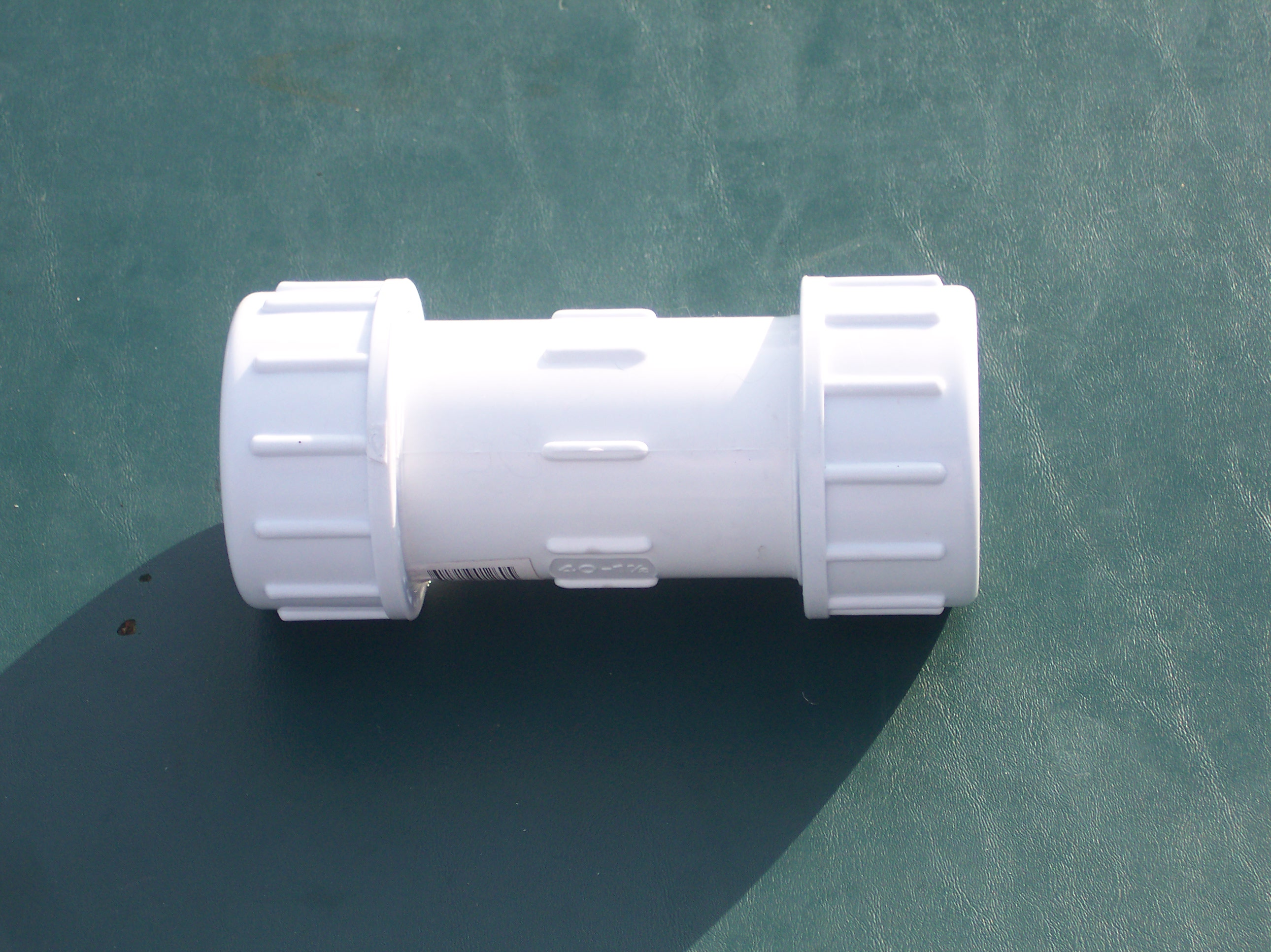 how to cut a straight slot in plastic pipe